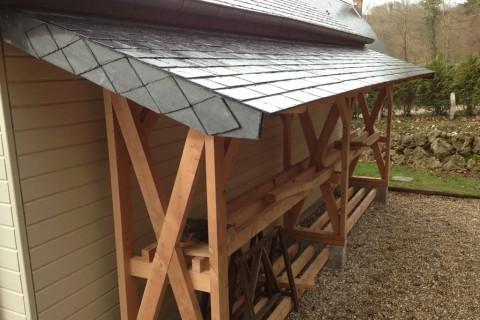 Abri à bois nu, toiture ardoise fini