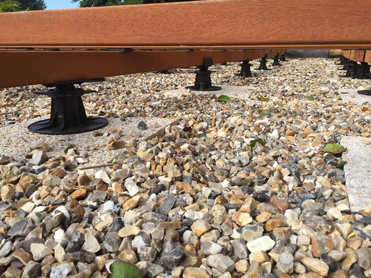 Pieds de terrasse en bois