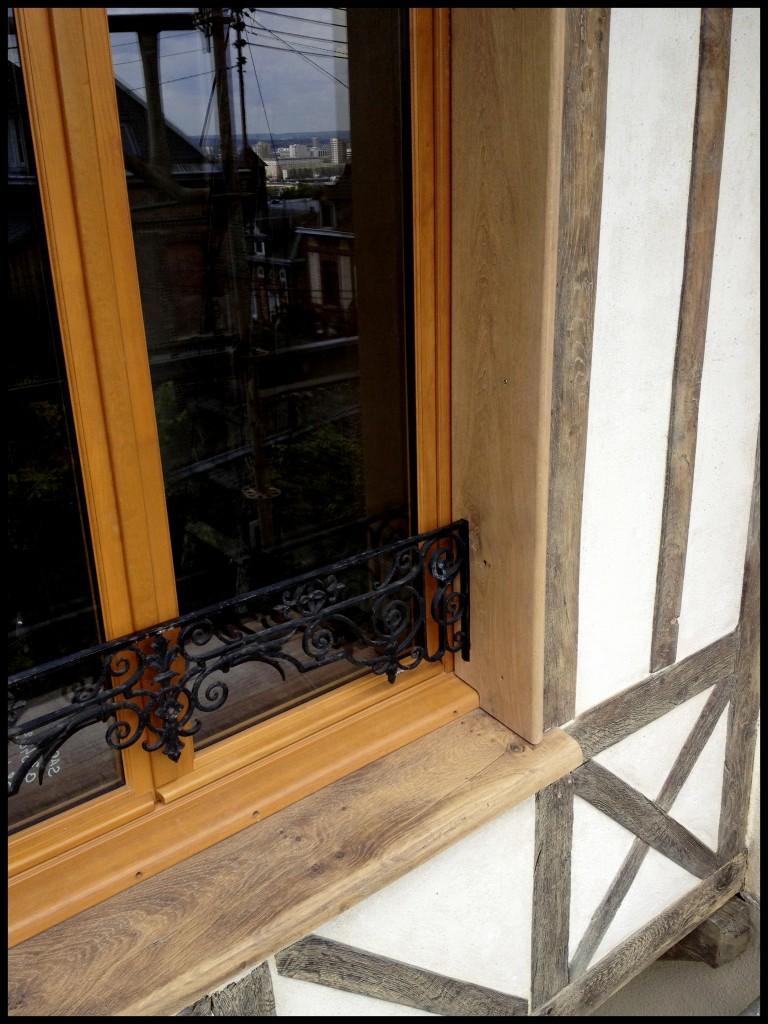 Détail de finition de pièce appuie et entourage de fenêtre